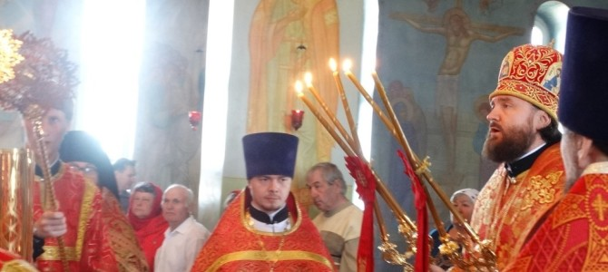 Архиерейское богослужение в субботу Светлой седмицы в храме с. Варна
